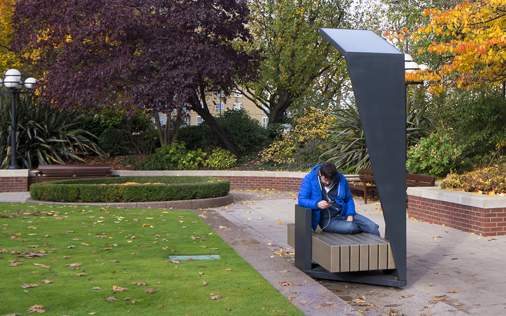 smart-bench-in-westferry-circus