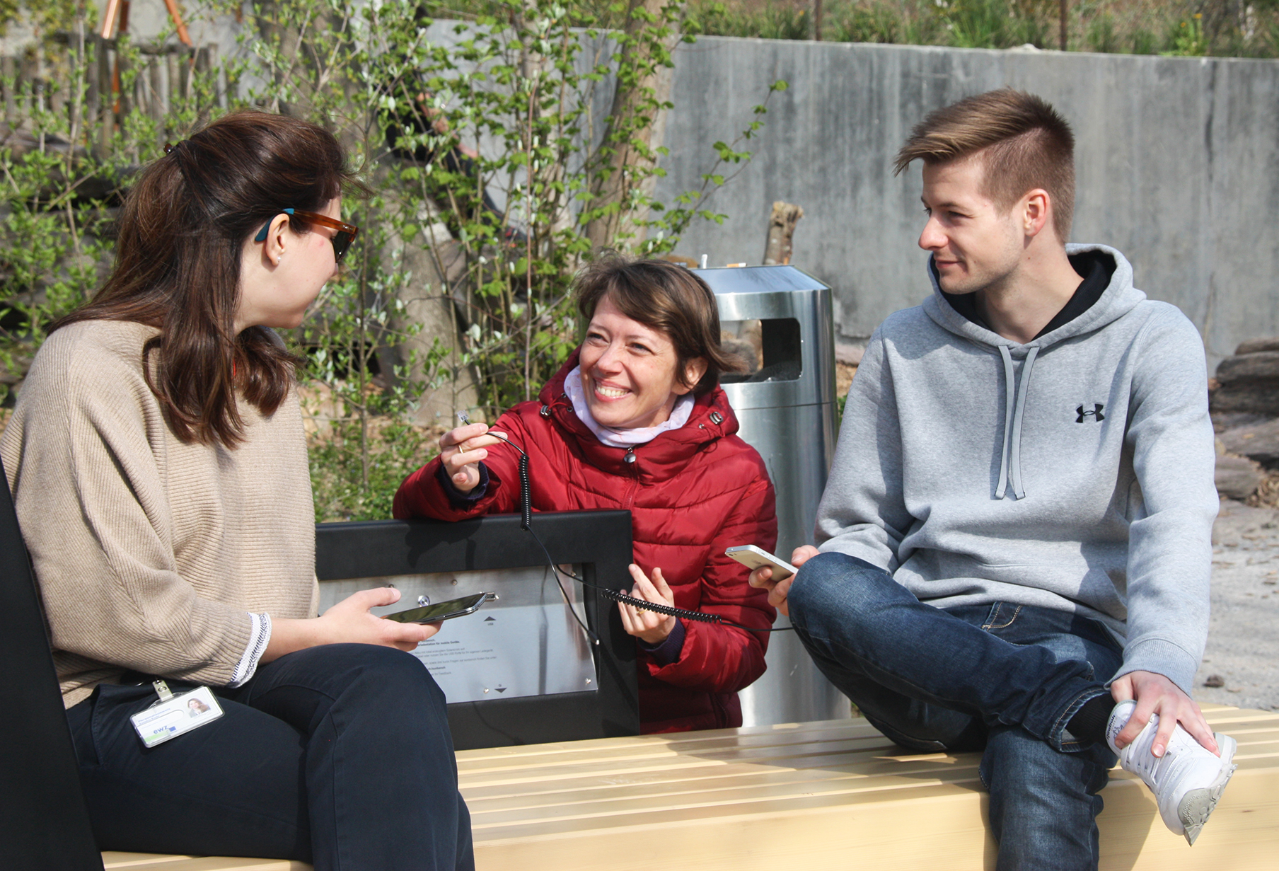 Users of Strawberry Smart Bench in Zurich ZOO